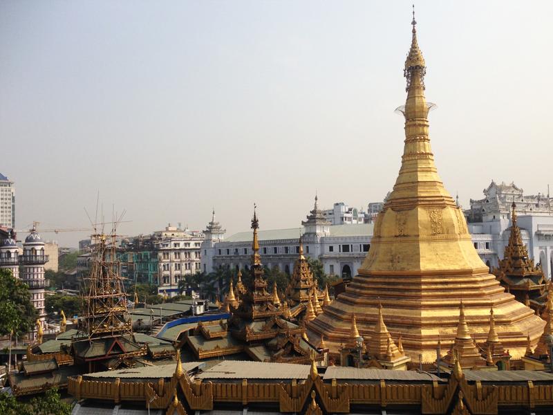 ヤンゴンの中心地あたりのパゴダ