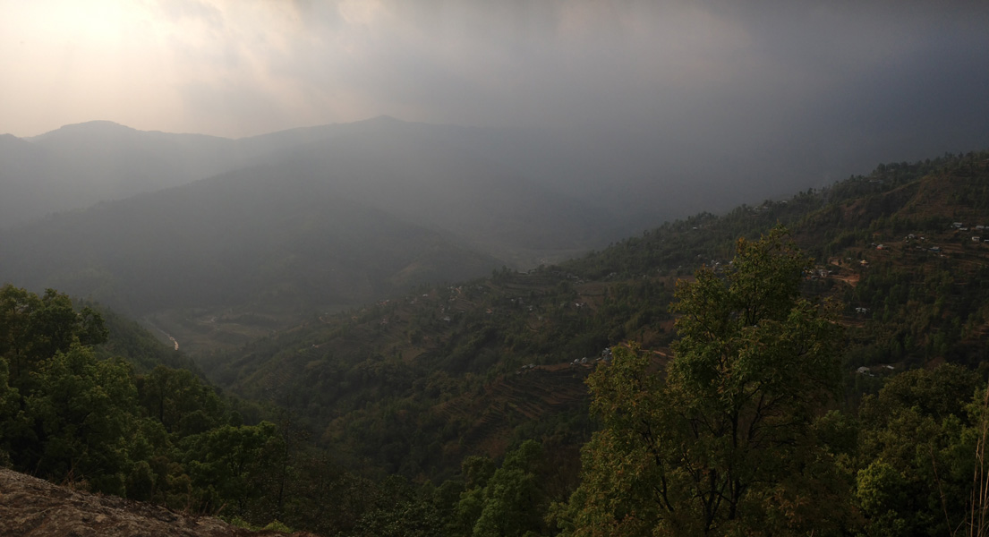 霧がかってるイラム