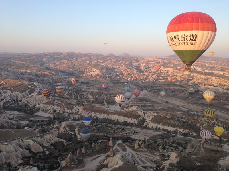 カッパドキア。中国の気球超でかい。
